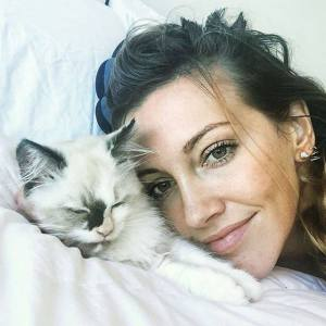 hot-to-adopt-katie-cassidy