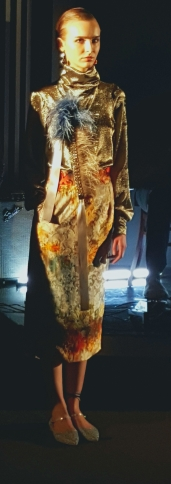 yuna-yang-twinkle-sweatshirt-with-lightning-candle-print-skirt
